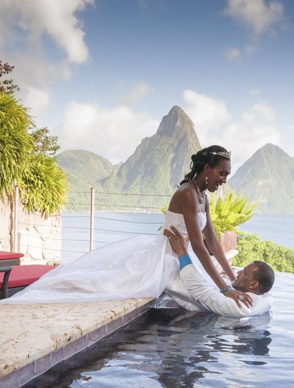 Newlyweds in Jade Mountain Infinity Pool